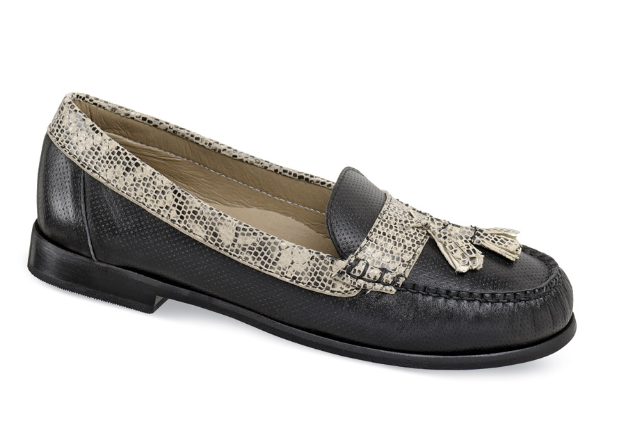 Lizzie Black Tassel Loafer Hitchcock Wide Shoes
